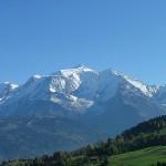 أغرب أماكن الاستراحة معلقة فوق جبال الألب