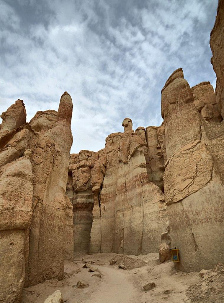 بالصور جبل القارة .. الاحساء بالمملكة السعودية The-entrance-to-a-ca