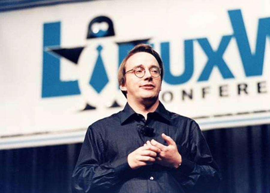 لينوس تورفالدس مصمم نظام التشغيل ( لينكس ) Distribuciأ³n-Linux-900x644.png