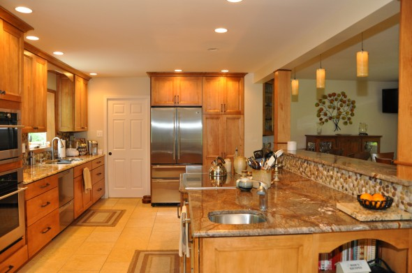 دواليب خشبية بالمطبخ مذهلة