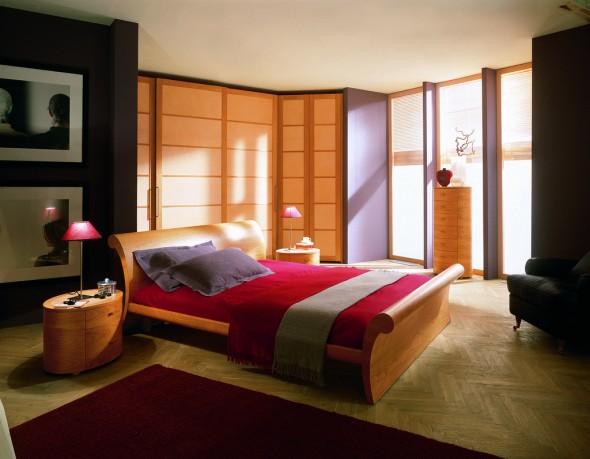 سرير خشبي جميل