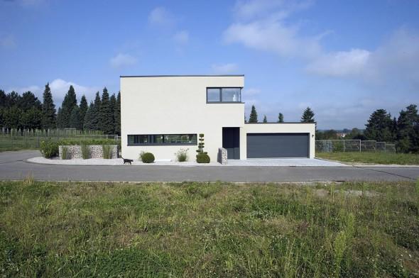 منزل بلون ابيض جميل
