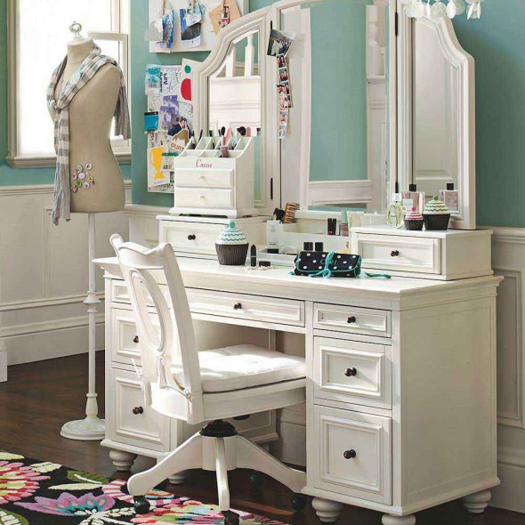 for Vanity table with lights for sale