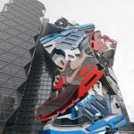 مبنى على هيئة مجموعة من الأحذية