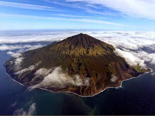 أفضل الأماكن النائية في العالم Tristan-Dacono-Islands