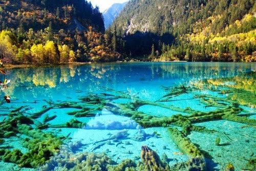 بحيرة الفيروز البلورية