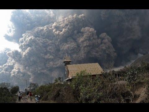 الرماد البركاني في بحيرة ناهويل هوايي