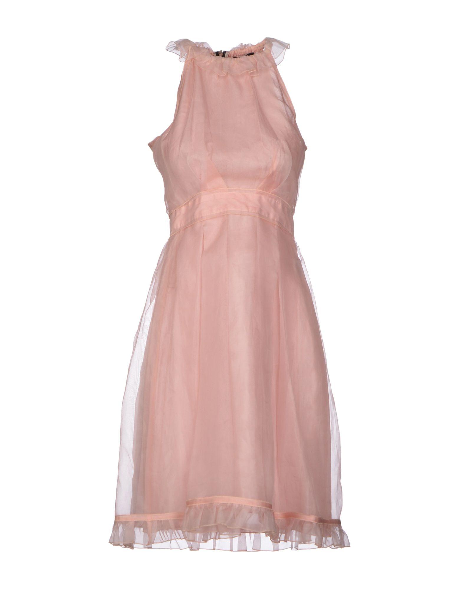 فستان بينك من دولتشي أند جابانا