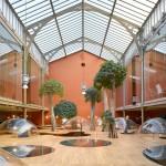 مكاتب عمل وسط الأشجار في باريس
