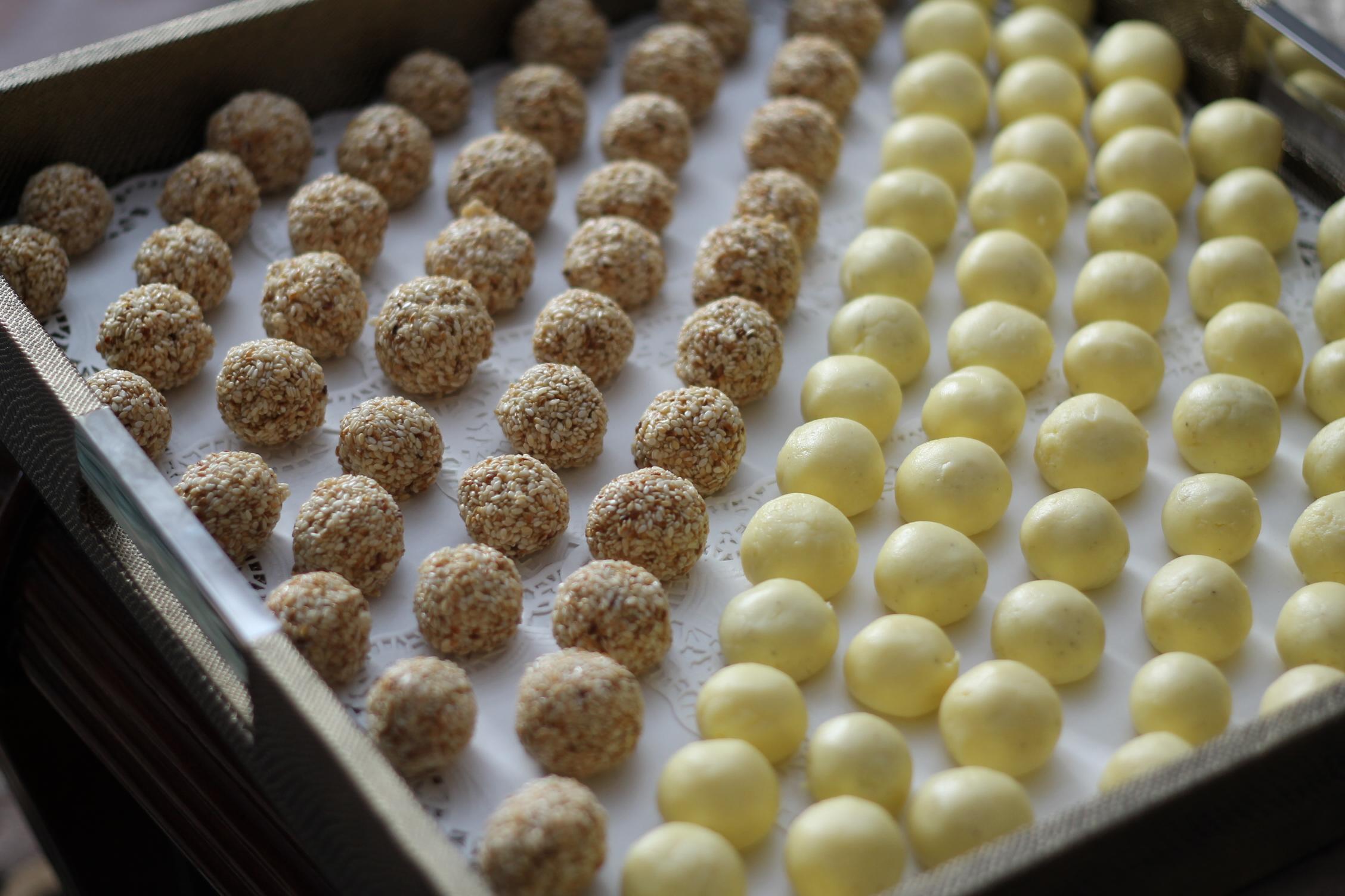 اللبنية والسمسية من احلويات الحجازيه اللذيذة