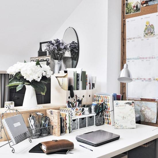 ديكورات مكاتب مودرن انيقة لغرف الدراسة: مكتب منزلي صغير