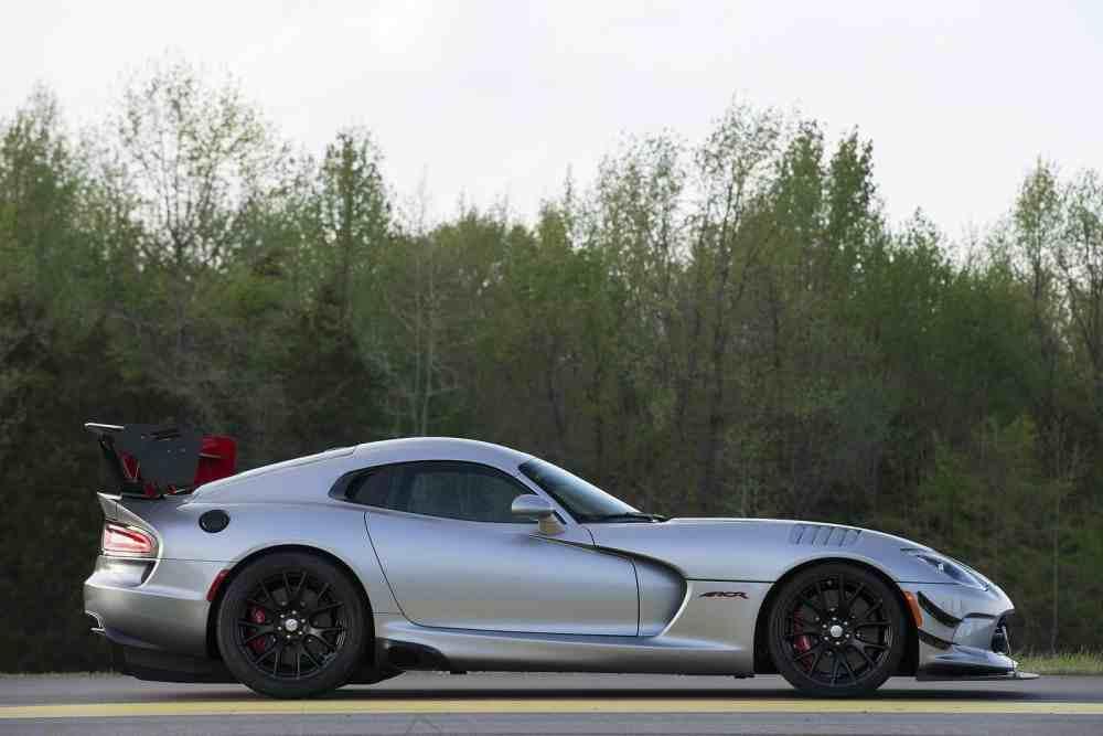 Dodge Viper 2016 Side-Dodge-Viper-ACR-2016.jpg