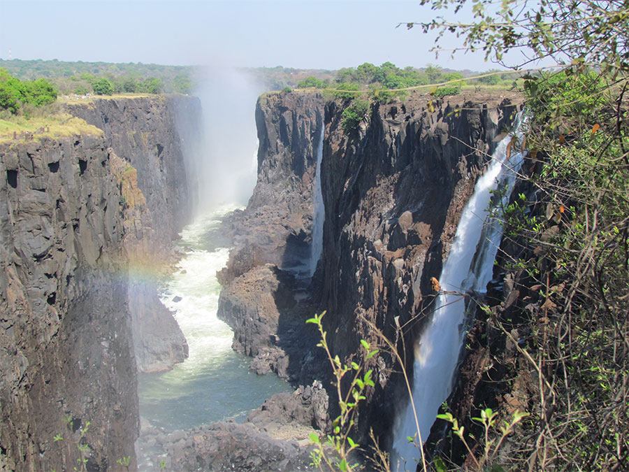 the natural wonders of zambezi valley The seven natural wonders organization came up with its own list to raise  awareness of and  this waterfall in southern africa borders zambia and  zimbabwe.