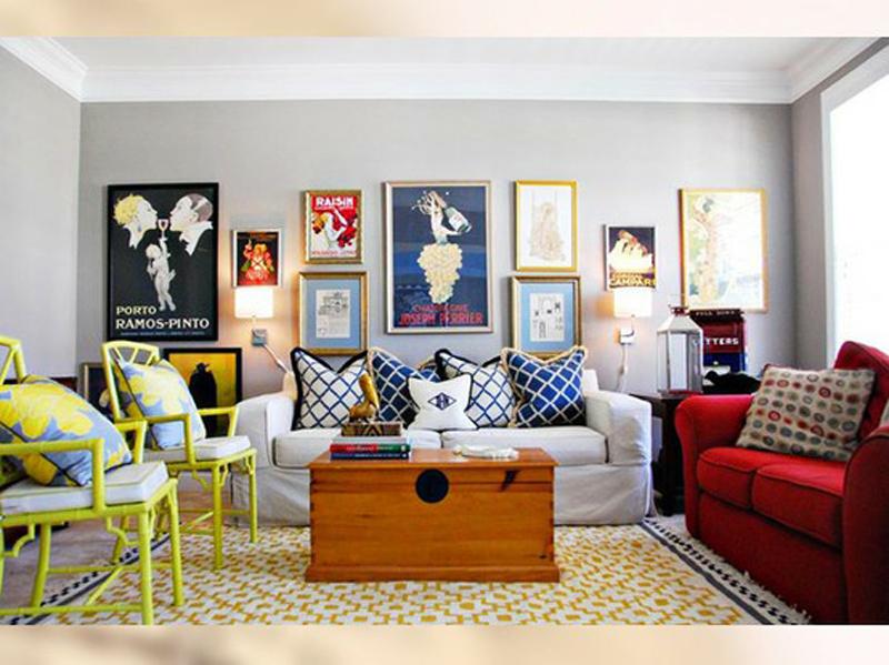 أن تتضمن غرفة الجلوس العديد من الألوان المناسبة ، اختيار