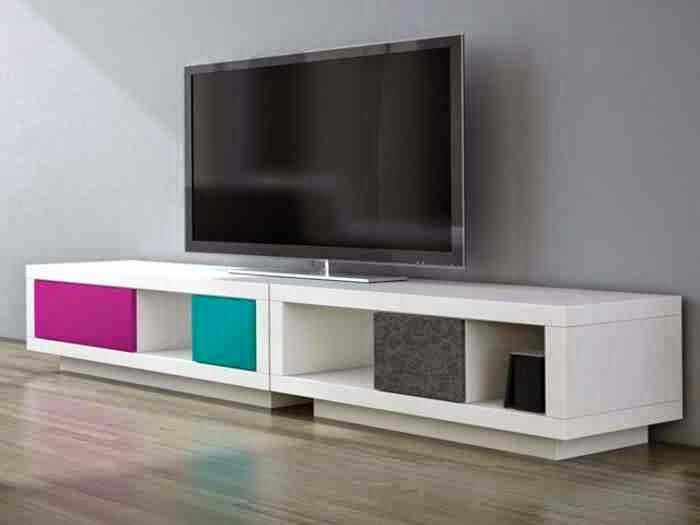 اللون الابيض لطاولات التلفزيون