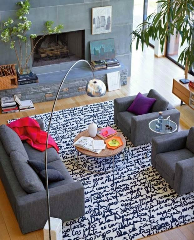 غرفة الجلوس هي عادة أكبر غرفة في المنزل ، ينبغي