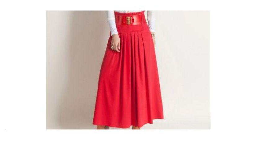 تنورة حمراء