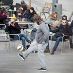 """بالفيديو كريستيانو رونالدو """"يتسول"""" في شوارع مدريد"""