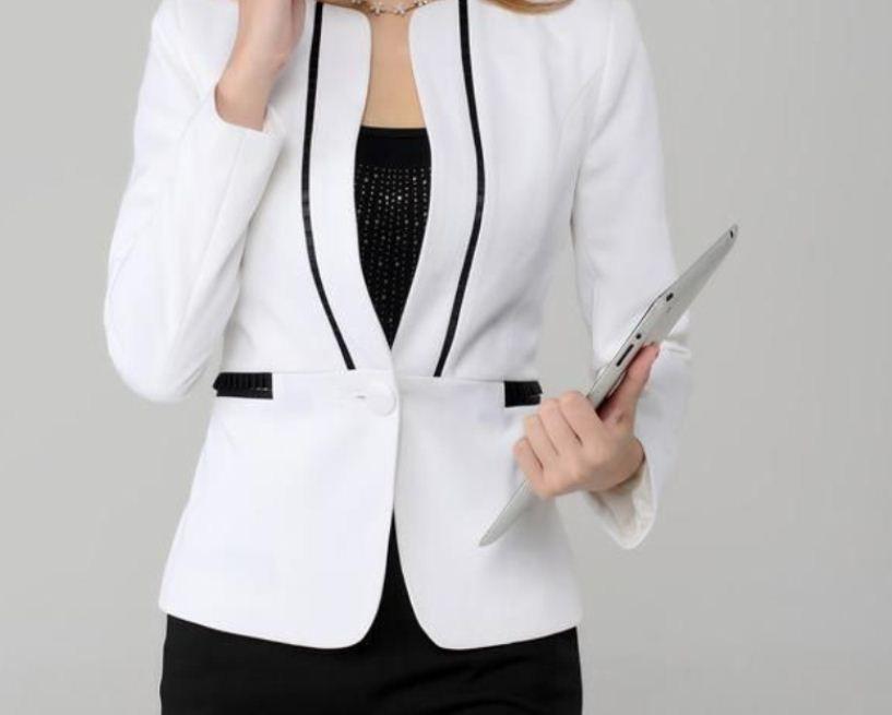 فستان أسود مع جاكت أبيض