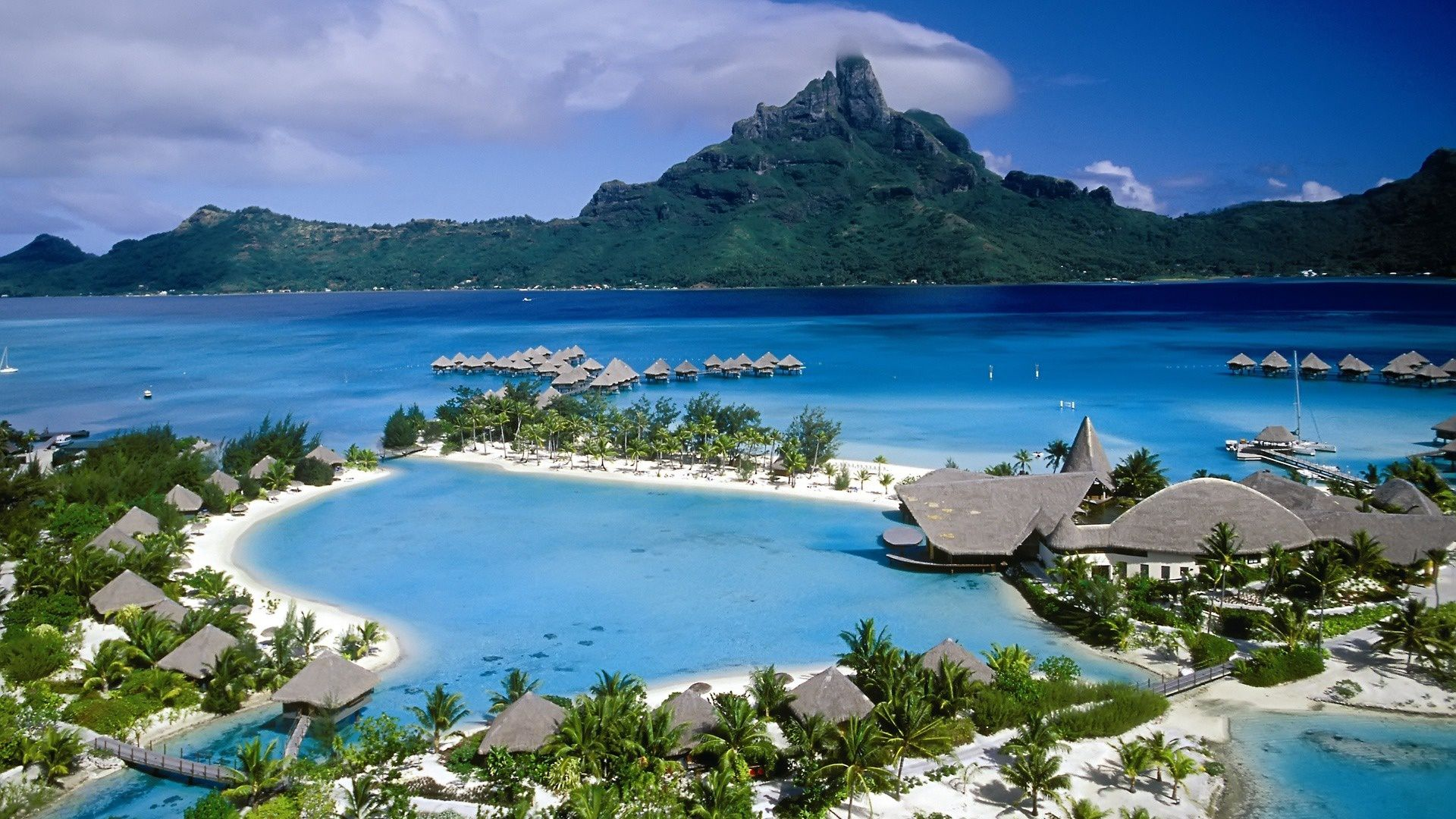 largest island in the Windward group of French Polynesia