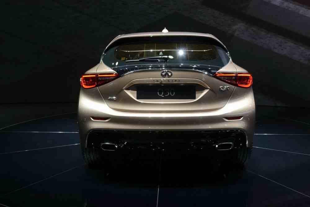 التصميم الخلفي للسيارة انفينيتي Q30 2016