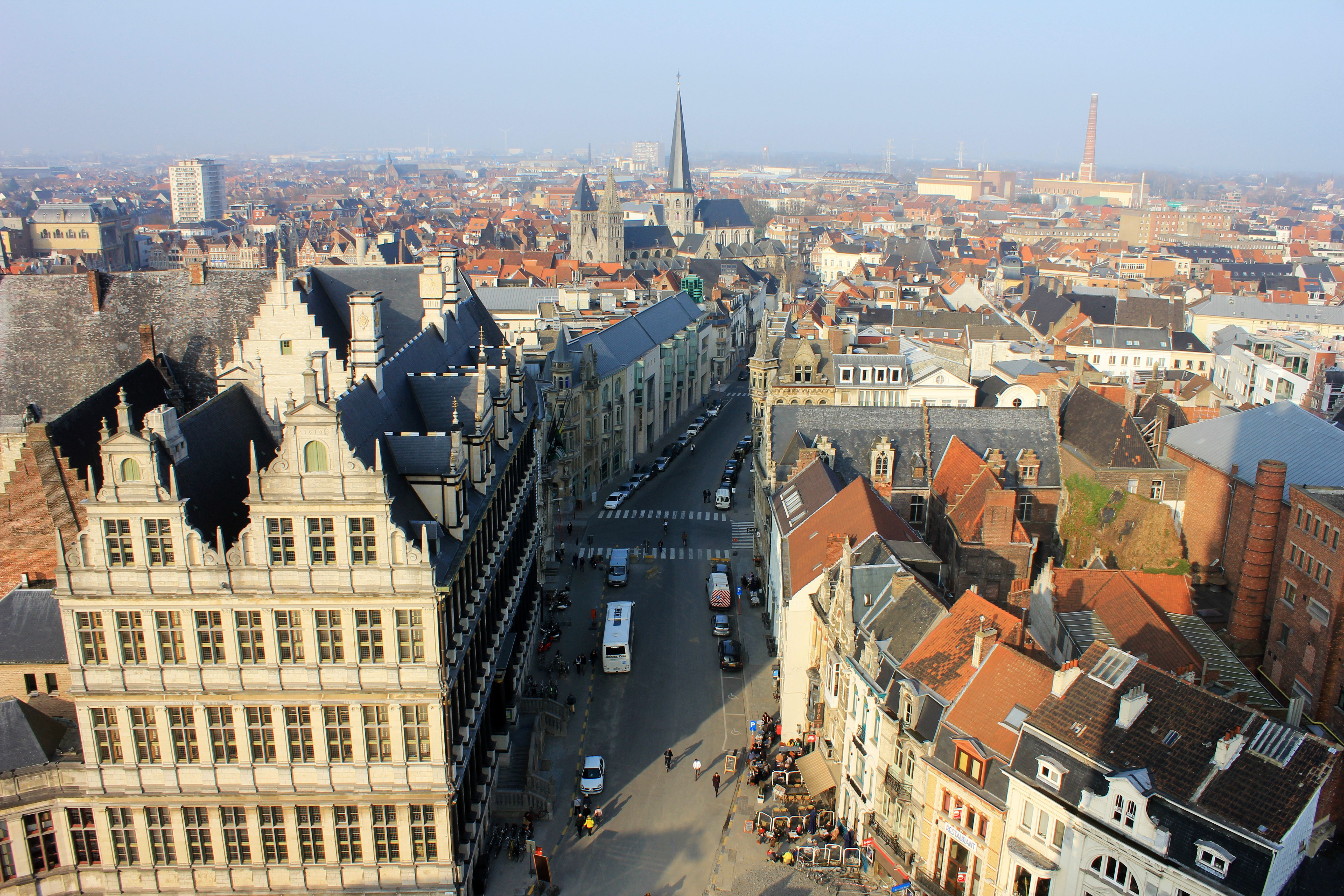 Ghent is a city with a population of a quarter of a million