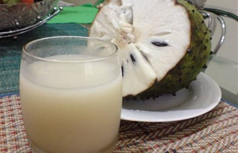 عصير فاكهة القشطة