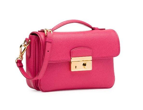 d3df3a7029192 حقيبة صغيرة وردية من برادا