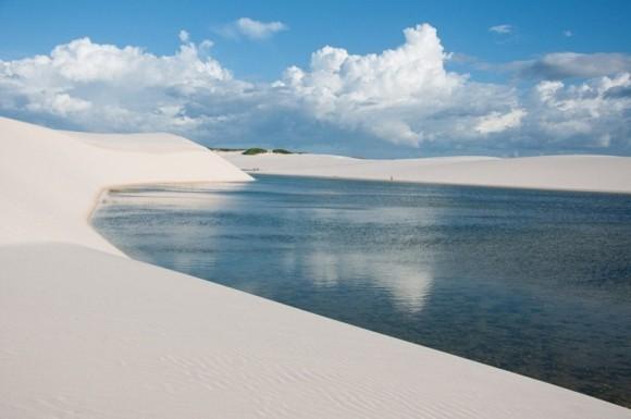 صحراء الرمال البيضاء بعد هطول الامطار