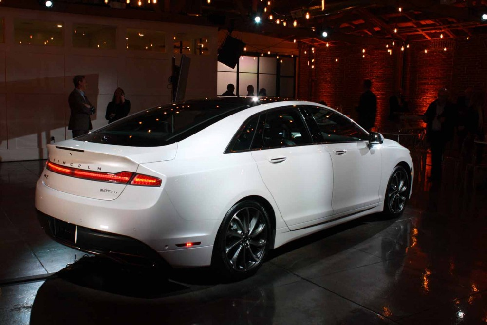 2017 Side-Lincoln-MKZ-201