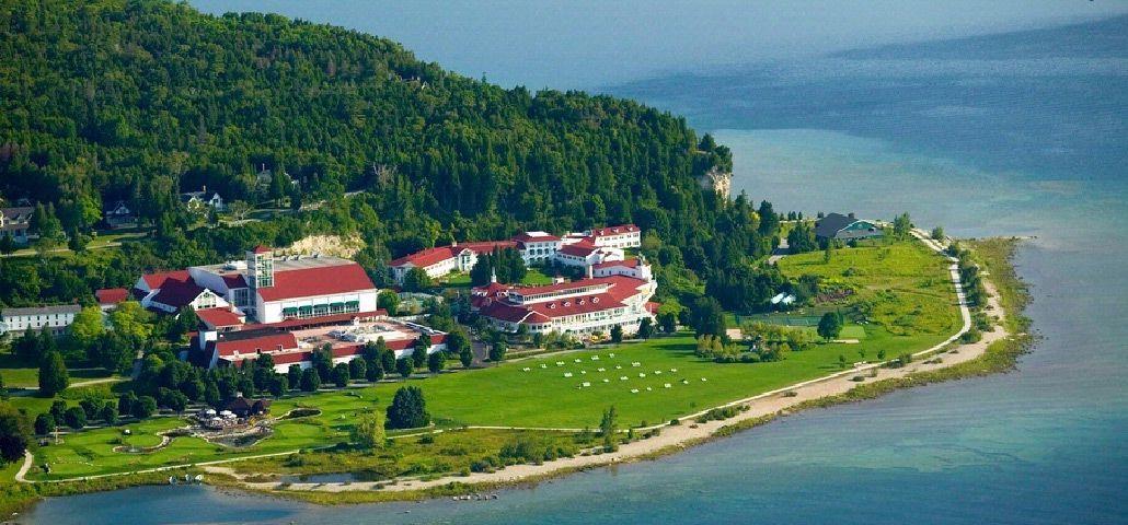 جزيرة ماكيناك الامريكية Mackinac-Island-is-a