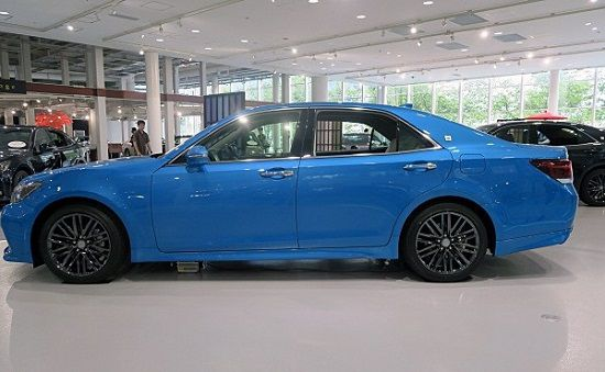 2016 Side-Toyota-Crown-2016.jpg