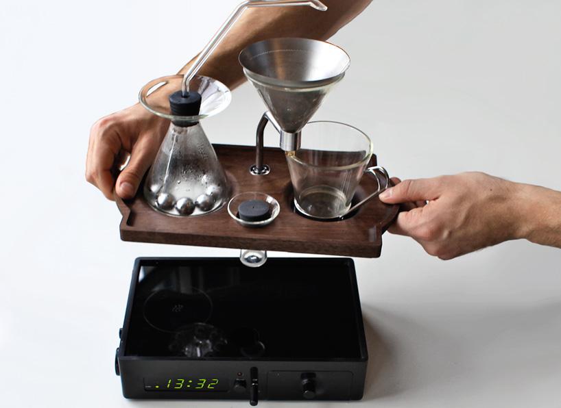 اغرب الابتكارات الحديثة : منبه القهوة barisieur-alarm-cloc