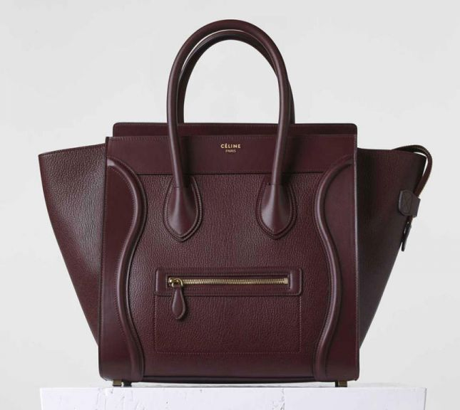 44f4758e7f059 هذه أيضا من ضمن أهم العلامات التجارية المتميزة في صناعة الحقائب النسائية،  حتى أن هذه الحقيبة أصبحت من أهم الحقائب الخاصة لعديد من النجمات بالعالم،  حيث تجمع ...