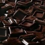 """دراسة طبية بريطانية توضح فائدة """" الشوكولاتة السوداء """" في الوقاية من الأمراض الخطيرة"""