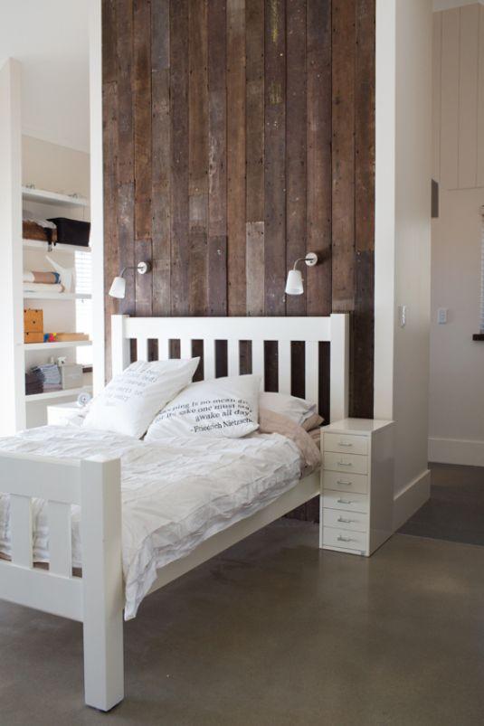 حلول عملية لترتيب المساحات الضيقة في منزلك Narrow-Bedrooms.jpg