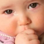 اسباب تدمع وغمص الرضع