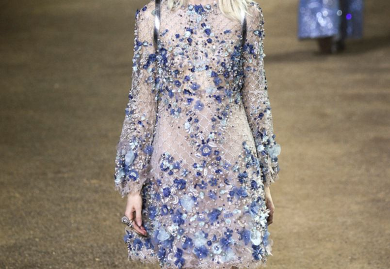 فستان الورود الزرقاء