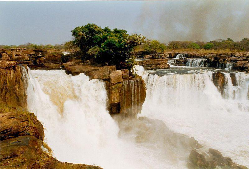 السياحية في انغولا Tazua-Falls.jpg
