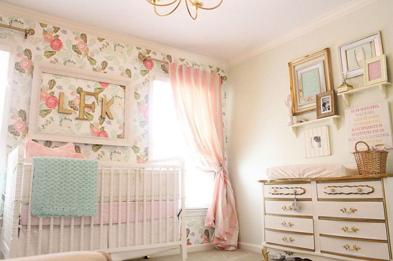 غرفة باللون البيج الهادئ