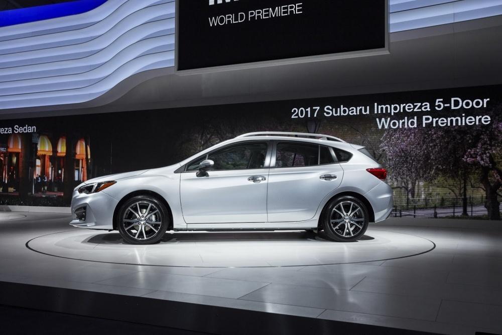 التصميم الجانبي من السيارة سوبارو امبريزا 2017