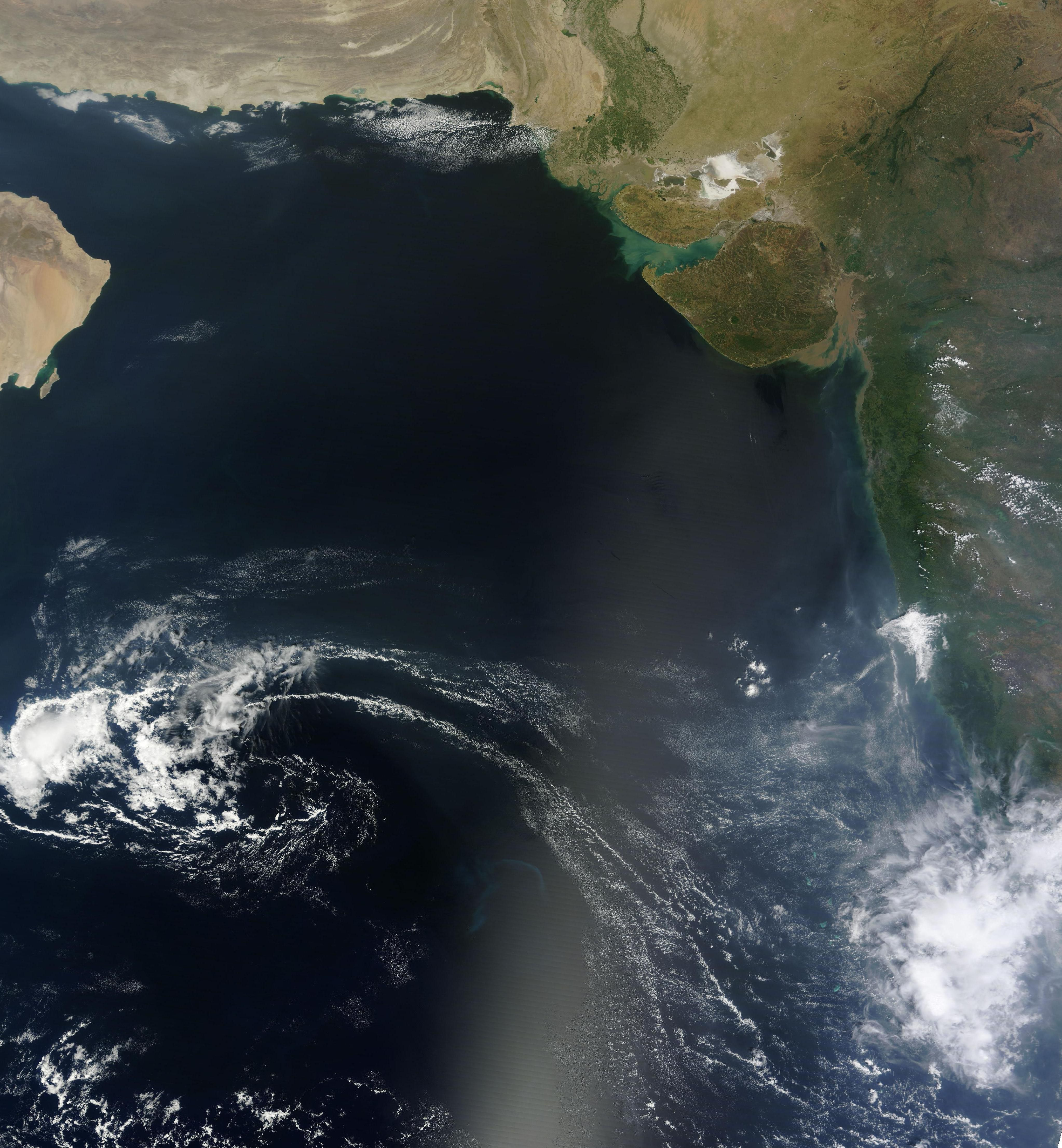 The Arabian Sea is located in the northwestern