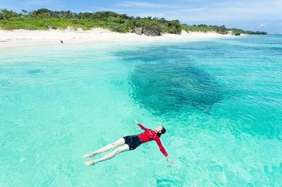 أفضل شواطئ العالم للسباحين japan.jpg