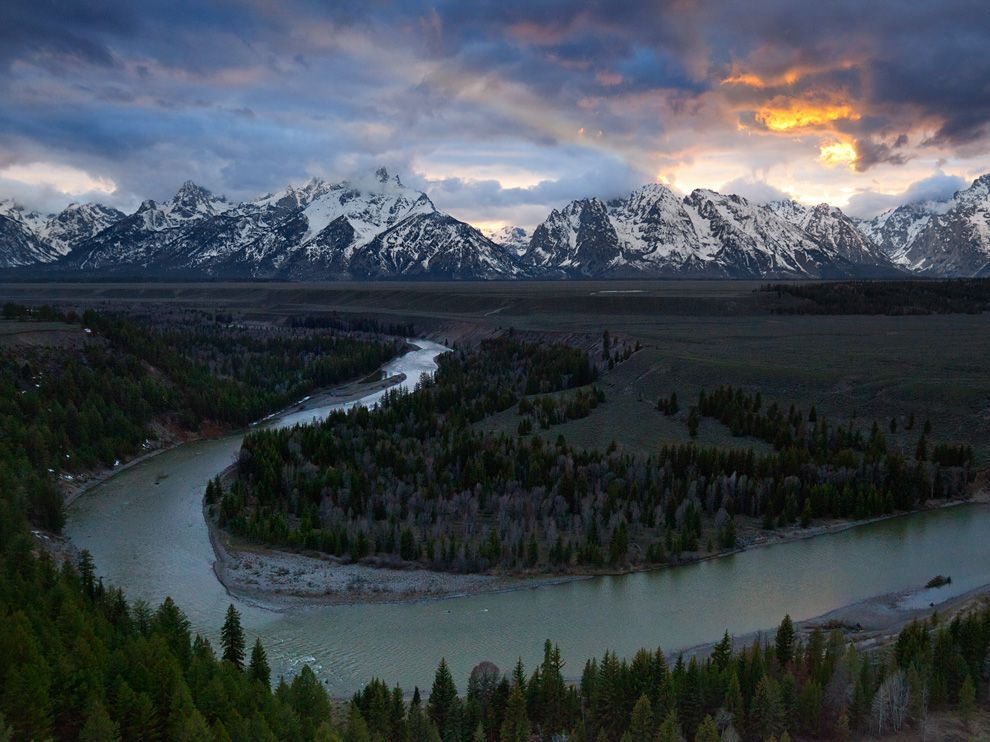 نهر الافعى An-aerial-view-of-the-Snake-River-headwaters-in-Wyoming