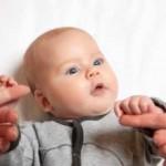 حركات الجسم لدى الأطفال حديثي الولاده