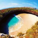الشاطئ المخفي في جزر ماريتا واحد من العجائب الطبيعية