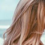 وصفات طبيعية آمنة لتفتيح لون الشعر