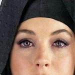 """الممثلة الأمريكية """" ليندسي لوهان """" تفكر في اعتناق الإسلام"""