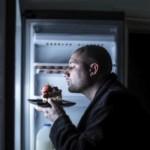 مخاطر تناول الطعام قبل النوم