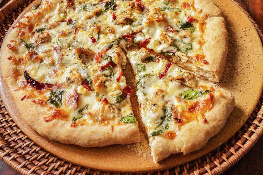 خبز بيتزا الدجاج